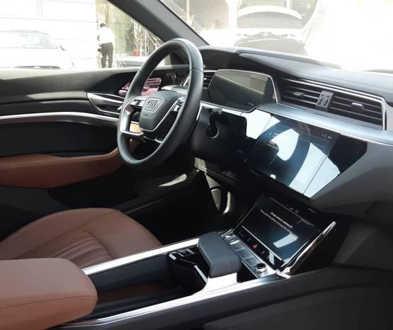 אאודי E-TRON 2020 -  פנים הרכב